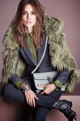 58220-catalogo-gucci-para-mujer-otono-invierno-2014-2015-abrigo-pelo-verde-traje-azul